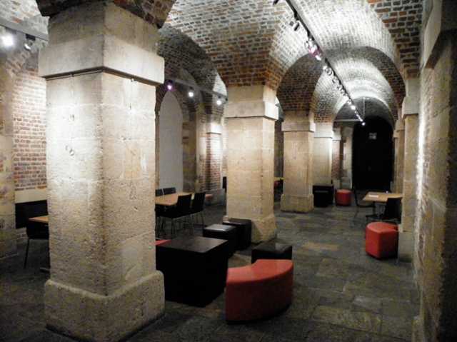 London Cafe In The Crypt Stones Images
